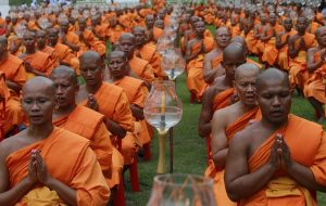 Reuters_Thailand_Buddha_Vesak_Day_975_04jun12